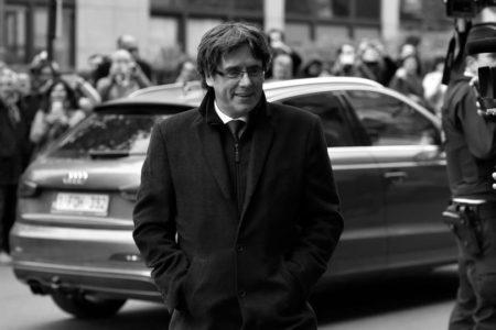 İspanya, Görevden Alınan Katalan Lider için Tutuklama Emri Çıkardı