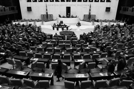 """HDP'li ve AK Parti'li Vekiller Arasında """"Kürdistan"""" Tartışması"""