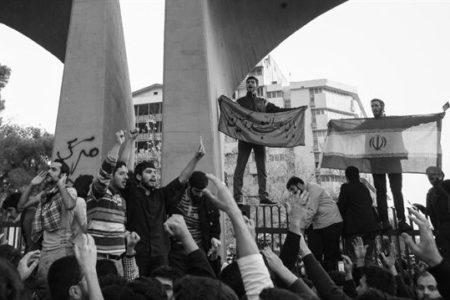 İran'da Yangın Büyüyor: 2 Ölü