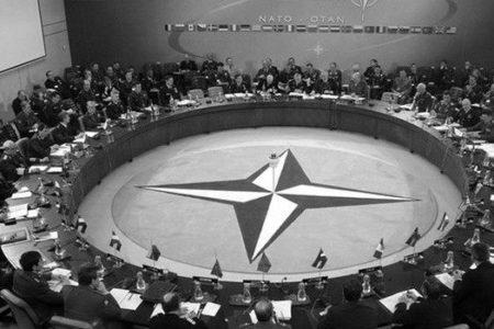 NATO, Rus diplomatların akreditasyonunu iptal etti
