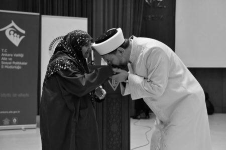 """""""Yaşlılara Huzurlu Bir Dünya Kurmak İslamî Vazifemiz"""""""