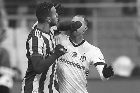 Beşiktaş, Mehmet Ekici Ve De Souza'nın PFDK'ya Sevkini İstedi