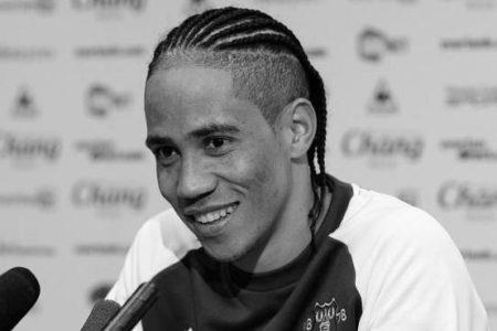 Güney Afrikalı Yıldız Futbolu Bıraktı