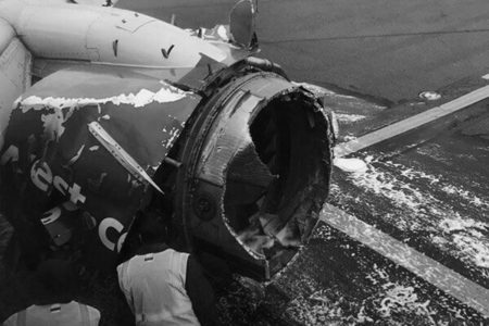 ABD'de Yolcu Uçağı Acil İniş Yaptı, Bir Yolcu Öldü