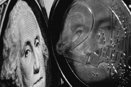 Dolar ve Euroda Düşüş Hızlandı